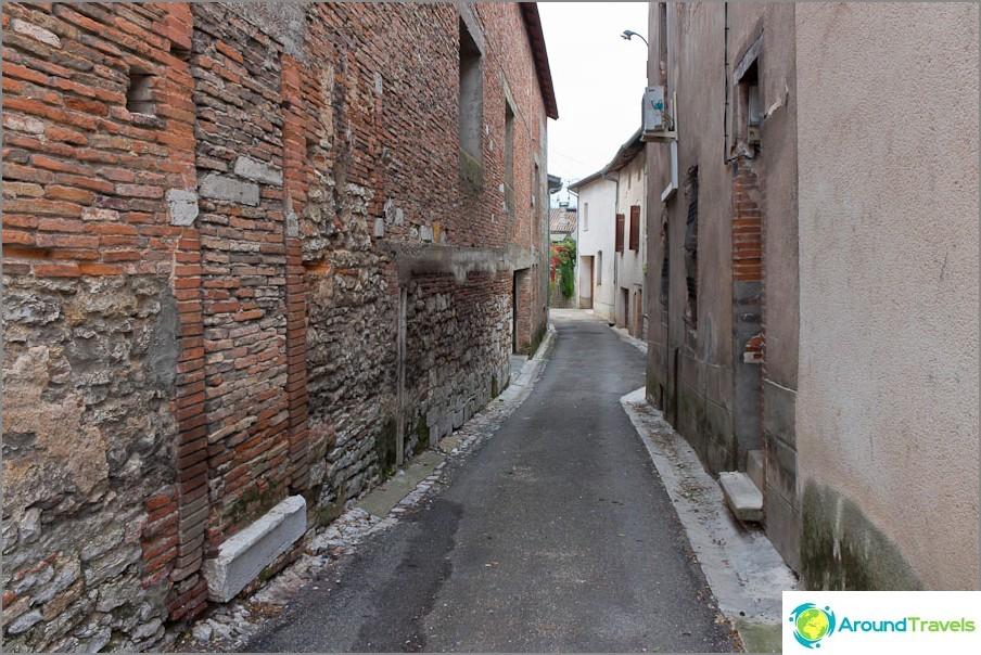 Тесни улици на Франция