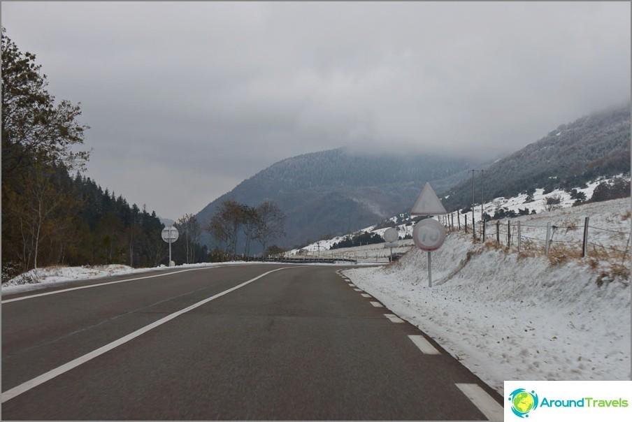 Пътища на Франция - зимни пейзажи през октомври