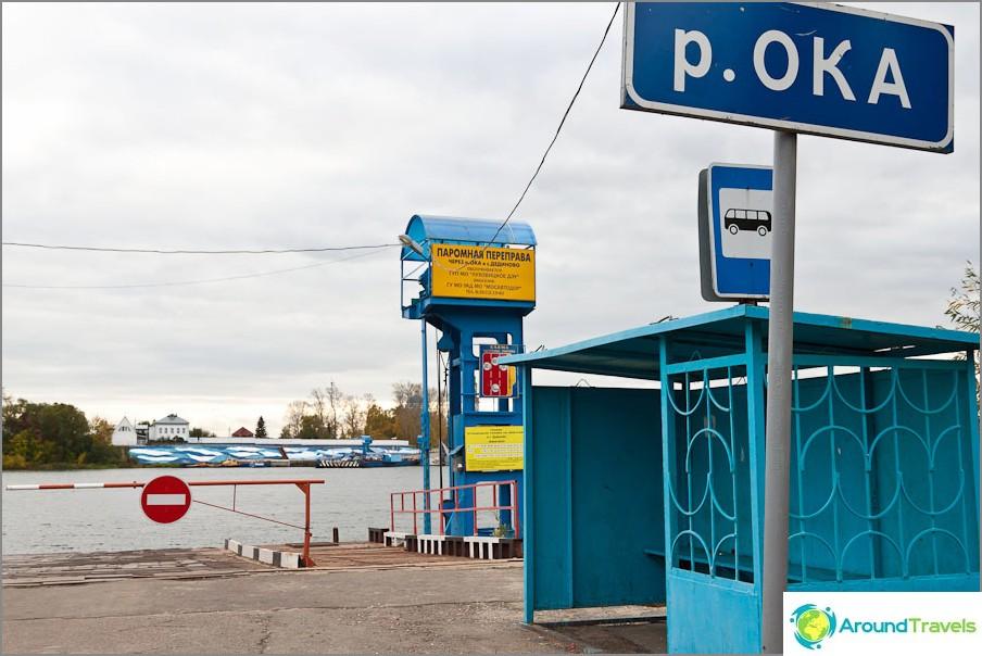 Автобусна спирка на брега на Ока