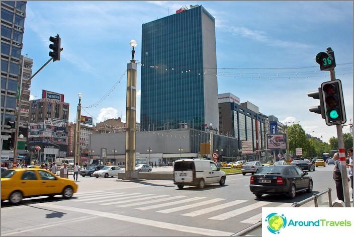 Ankaran moderni keskusta.