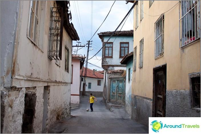Ankaran vanhan kaupungin sisällä.