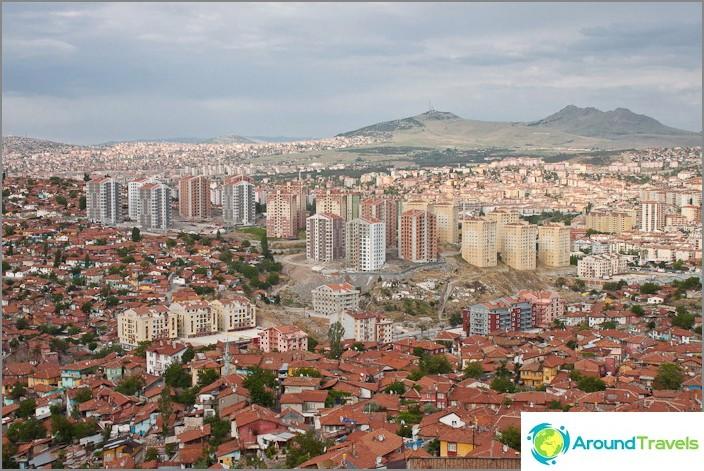 Ankaran vanha kaupunki ja uusi lähellä.