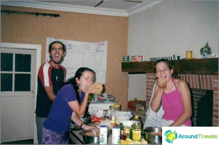 Бдение в доброволен лагер. Готвя вечеря.