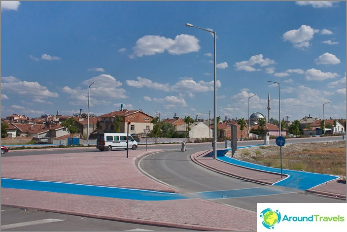 Велосипедни алеи. Град Коня. Турция.