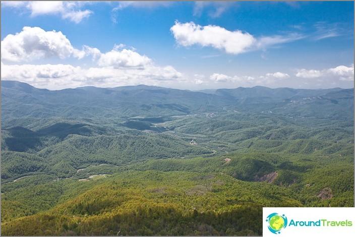 Näkymä Kaukasian vuorille Tuapsen puolella ja Anastasievkan kylään.