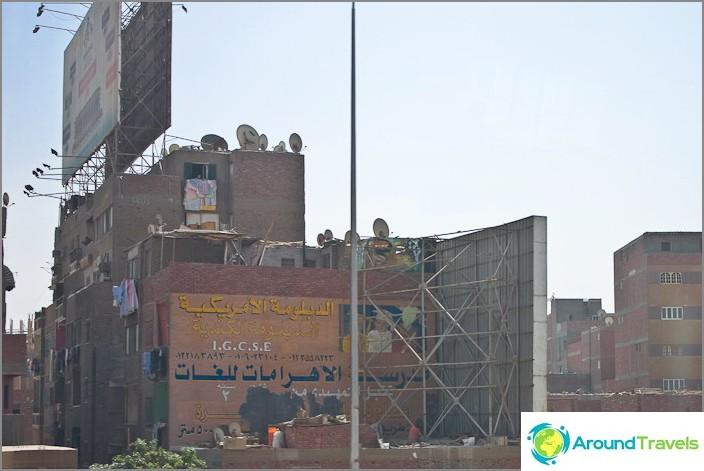 Egypti. Kairo. Keskeneräiset talot.
