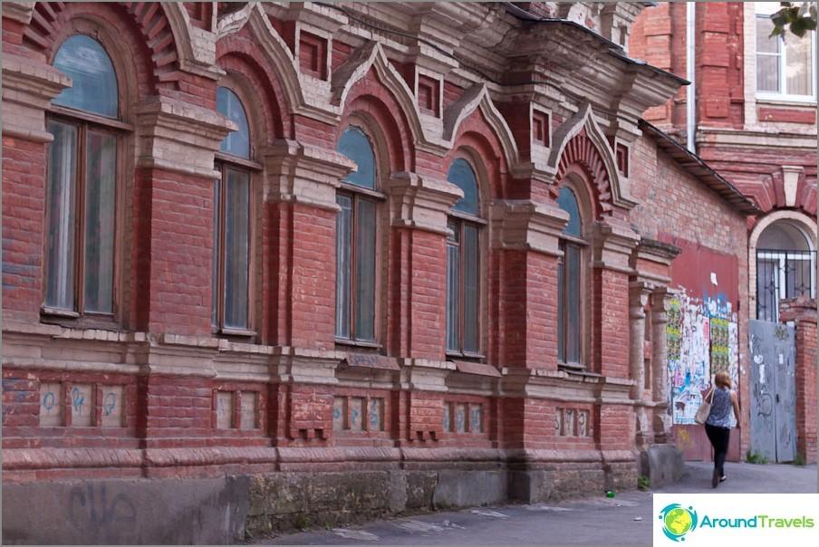 Vanhat rakennukset kaupungin keskustassa