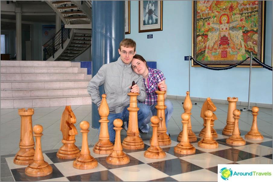 Innan en schackmästarklass på City Chess Palace, Elista, Kalmykia