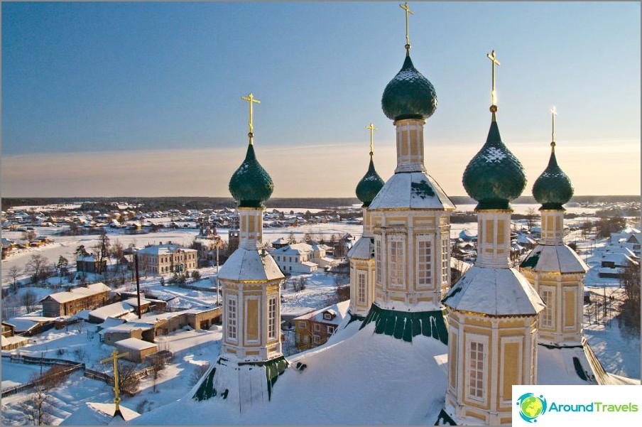 Soligalich från höjden av klocktornet i katedralen för födelse av den välsignade jungfru Maria