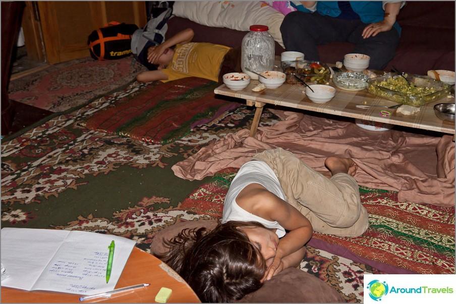 Syömisen jälkeen lapset putosivat melkein kirjaimellisesti
