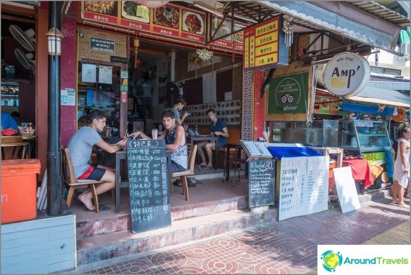 Amp-kahvila Phi Phi Donin saarella - pieni thaimaalainen kahvila