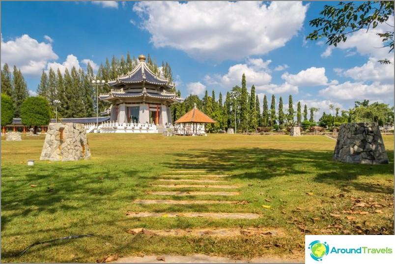 Kolme kuningaskuntaa Park Pattayassa - kallis ja yksinäinen