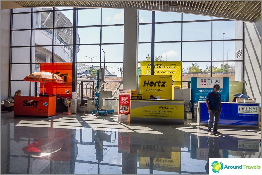 Autonvuokrauspöydät Krabin lentokentällä