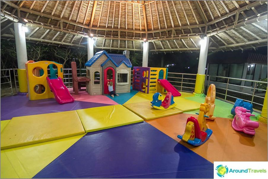 Детска площадка на летище Самуи