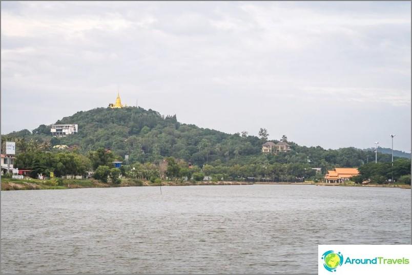 Изглед към пагодата от езерото Чавенг