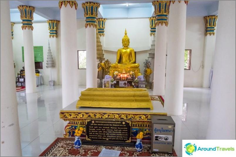 Вътре във второто ниво на пагодата