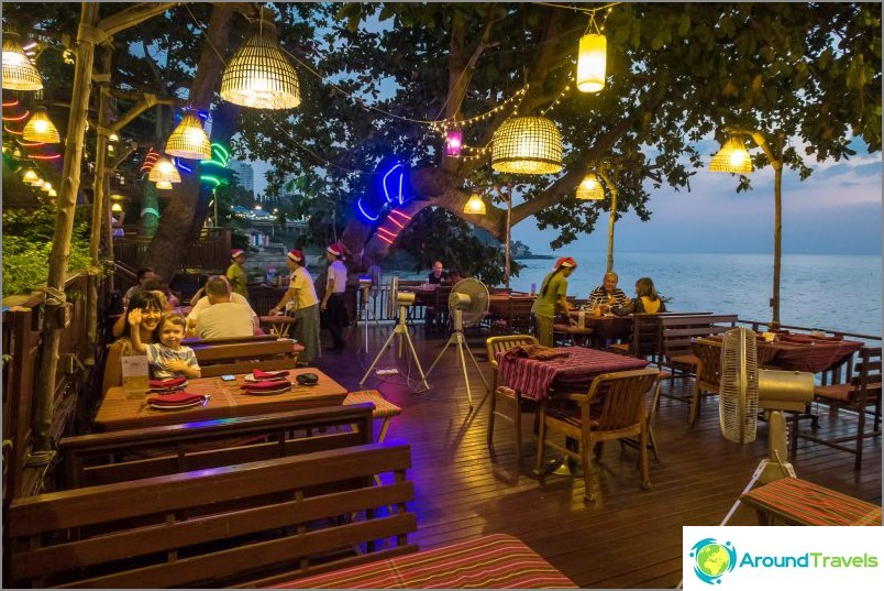 Kaali- ja kondomiravintola Pattayassa - erittäin mukava paikka