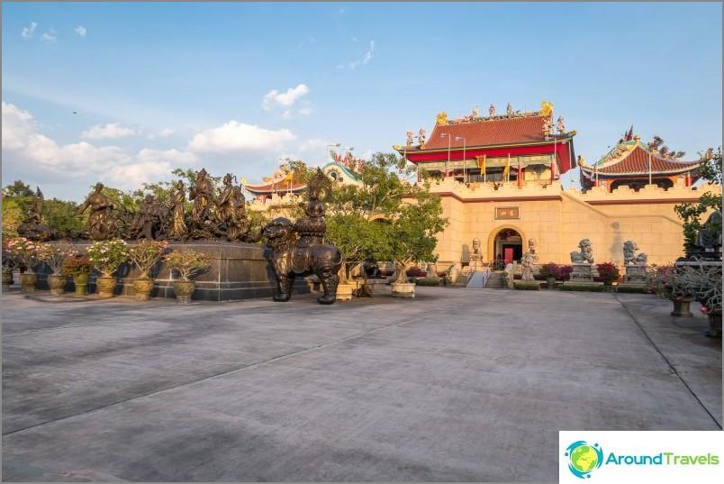 Китайски храм в Патая - препоръчвам да се види