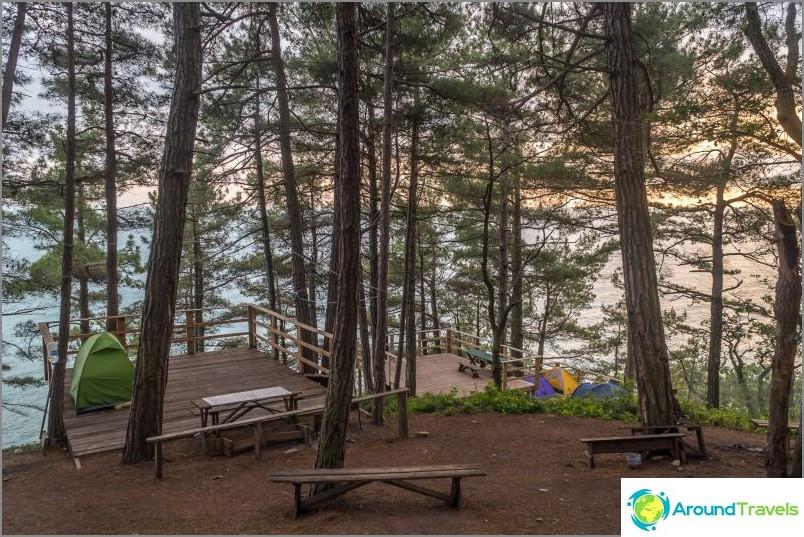 Допълнителни тераси, където можете да поставите палатка