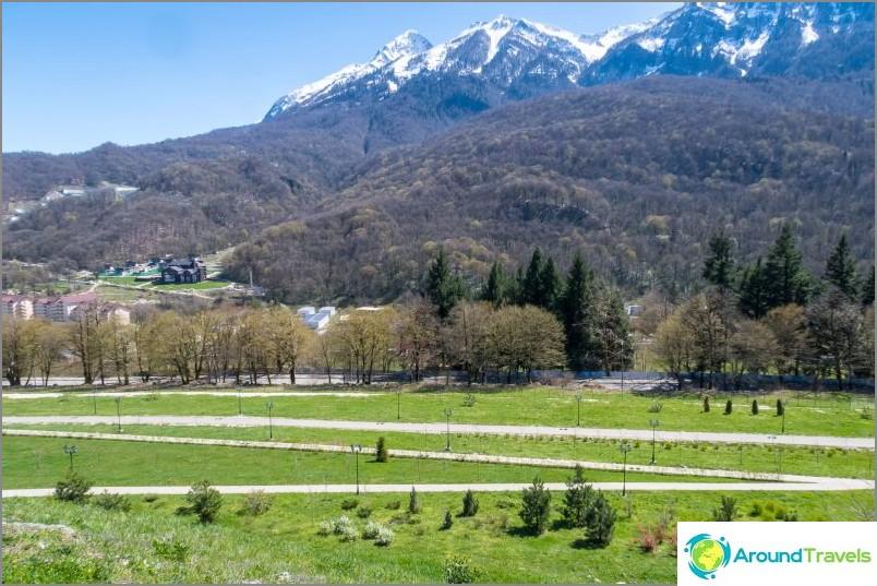 Поглед към улиците на Защитниците на Кавказ и реката