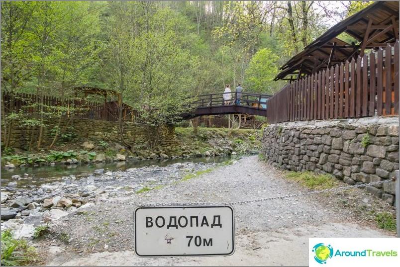 Zmeykovsky-vesiputoukset Sotšissa - 4 kappaletta