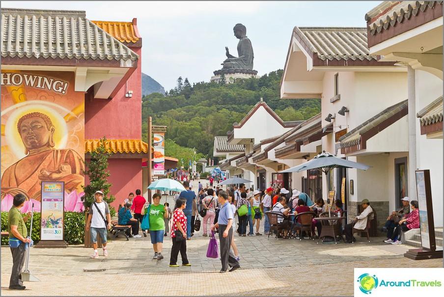 Ngong Ping ja iso Buddha