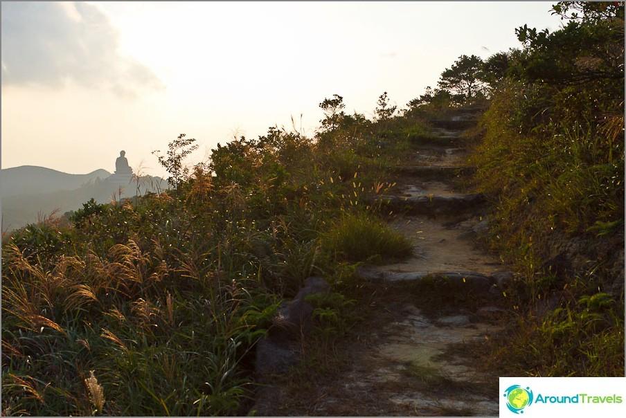 Lantau Trail - Siirry ympäri Ngong Pingiä