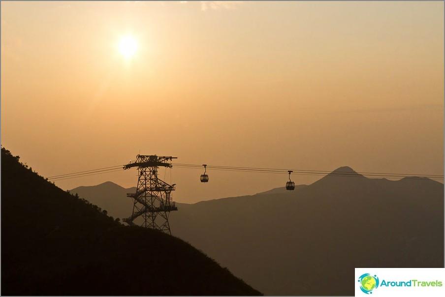 Ngong Ping-köysirata auringonlaskun aikaan