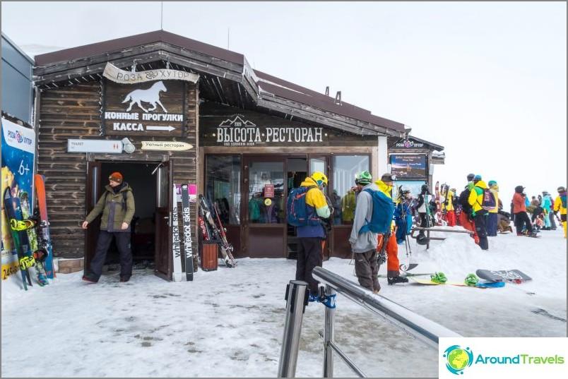 Ravintolan korkeus 2320 Rosa-huipulla Krasnaya Polyanassa