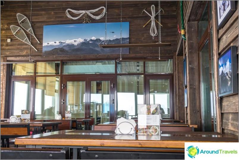 Ravintolan korkeus 2320 metriä - paras näkymä Rosa Khutoriin