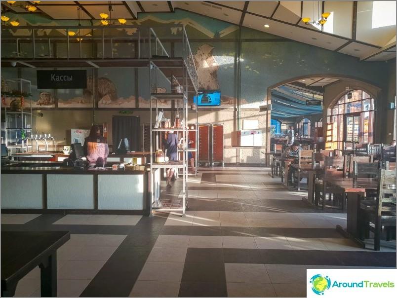 Berloga-buffet ja baari - ruokasali olympiakylässä