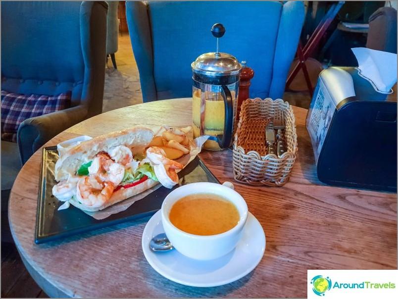 Кафе Круша - място за чичо и леля за възрастни на платото Роза (1170 м)