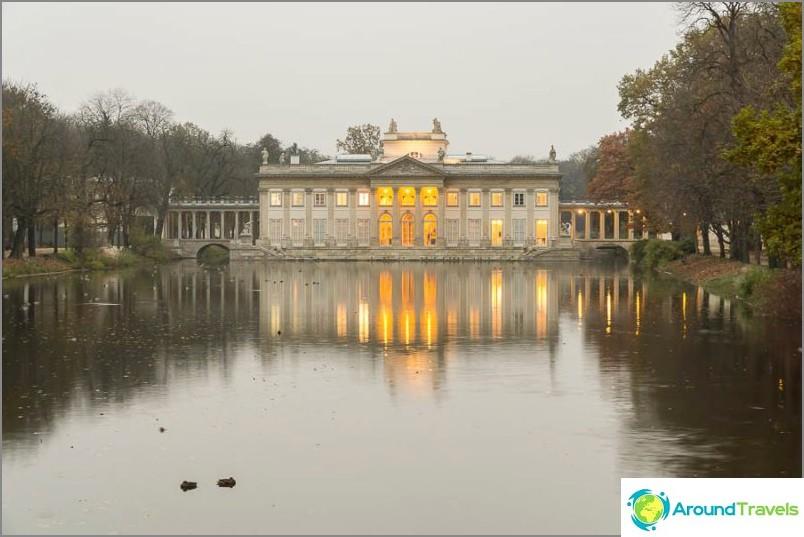 Дворецът Лазенковски, или Дворецът на водата