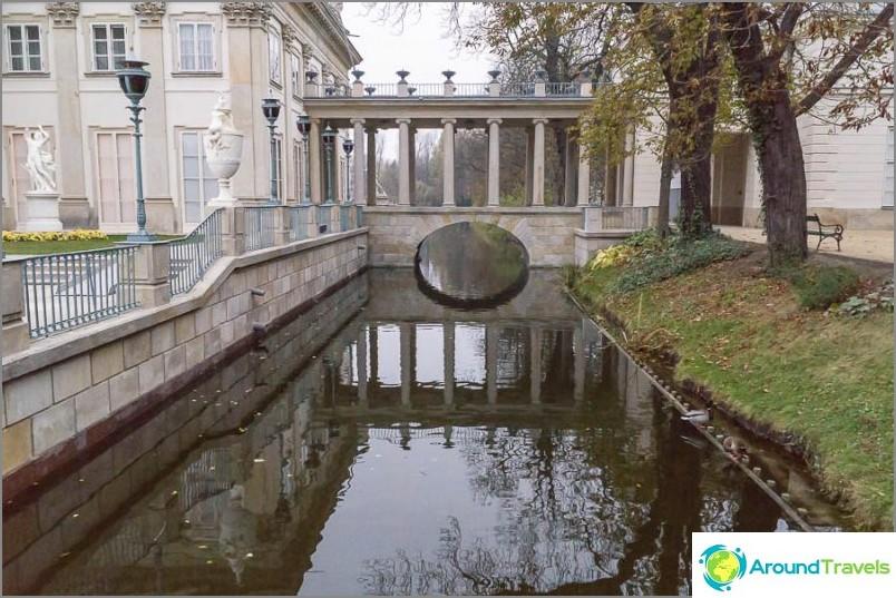 Канал близо до двореца на водата