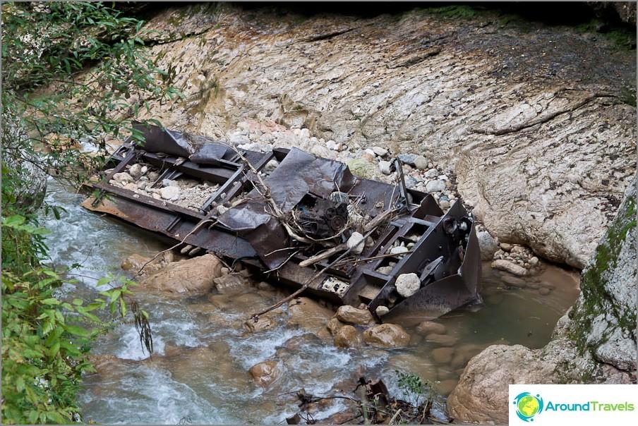 Dieselveturi putosi Kurdzhipsissa vuonna 2002 tulvan aikana