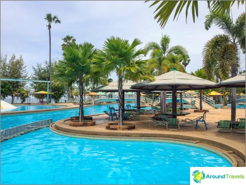 Vesipuisto Pattaya Park - halpa ja nuhjuinen