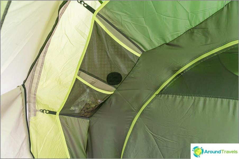Всяка палатка има 4 джоба от външната страна и 2 отвътре