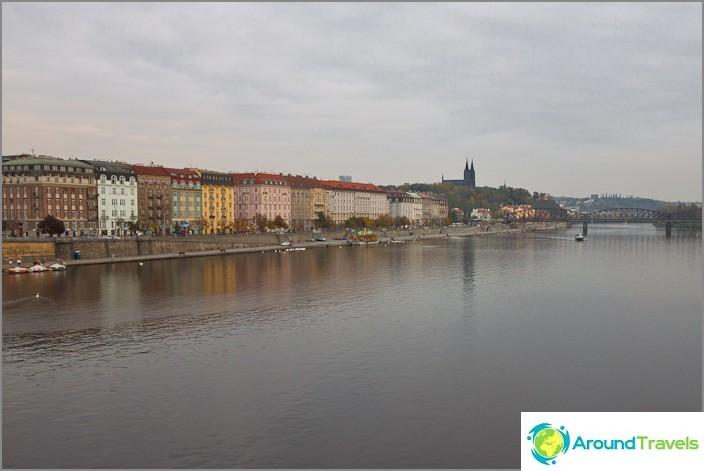 Стара Прага и кей на Санкт Петербург