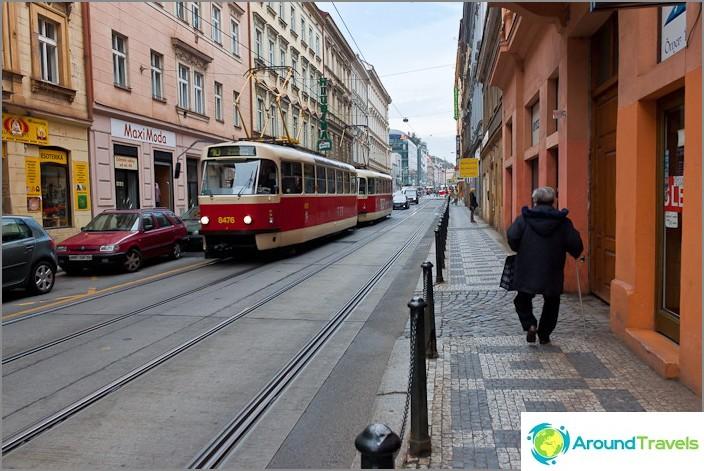 Нашите се движат в Прага ..., о - техните трамваи
