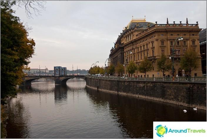Насип на река Влтава, център на Прага