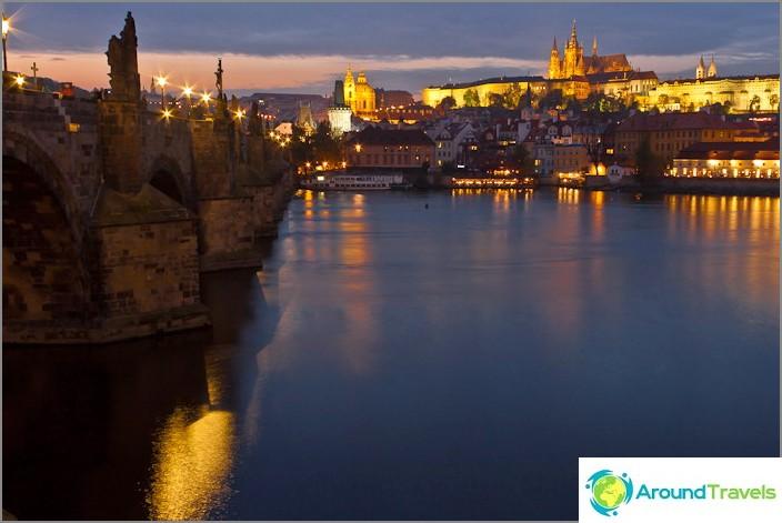 Център на Прага, вълшебен пражки замък вечерта