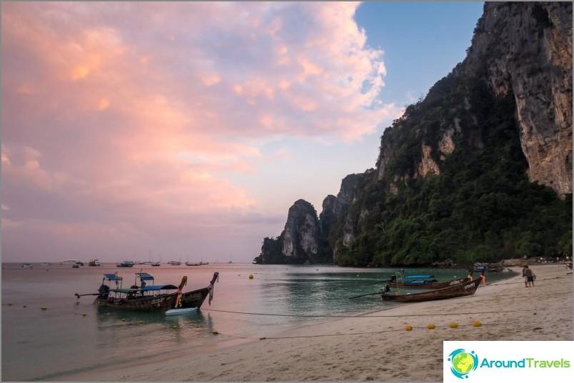 Плаж Tonsai - основният плаж на остров Фи Фи Дон