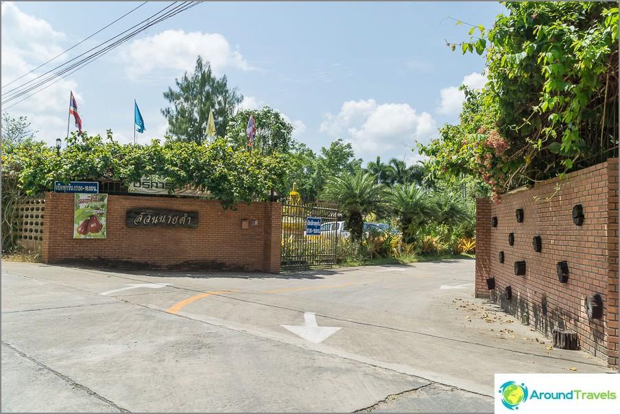 Portti, sisäänkäynti puistoon
