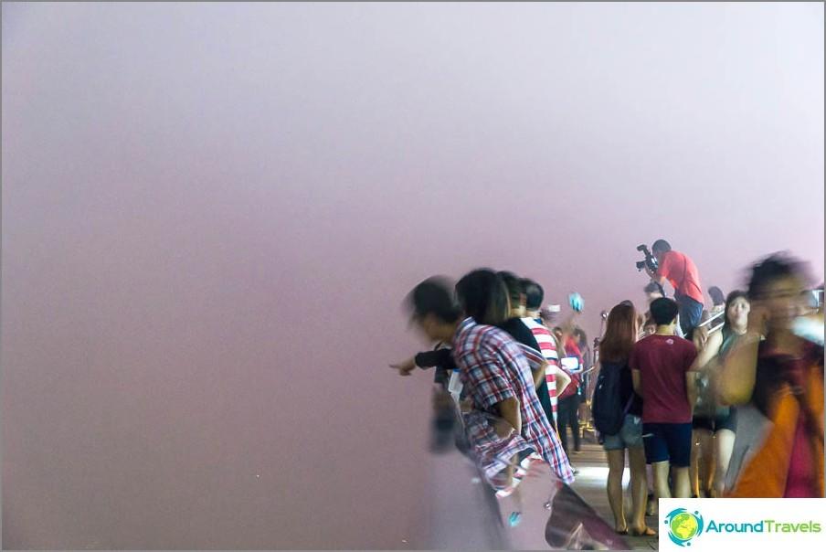 Lila sumu ja yritykset nähdä Hongkongin