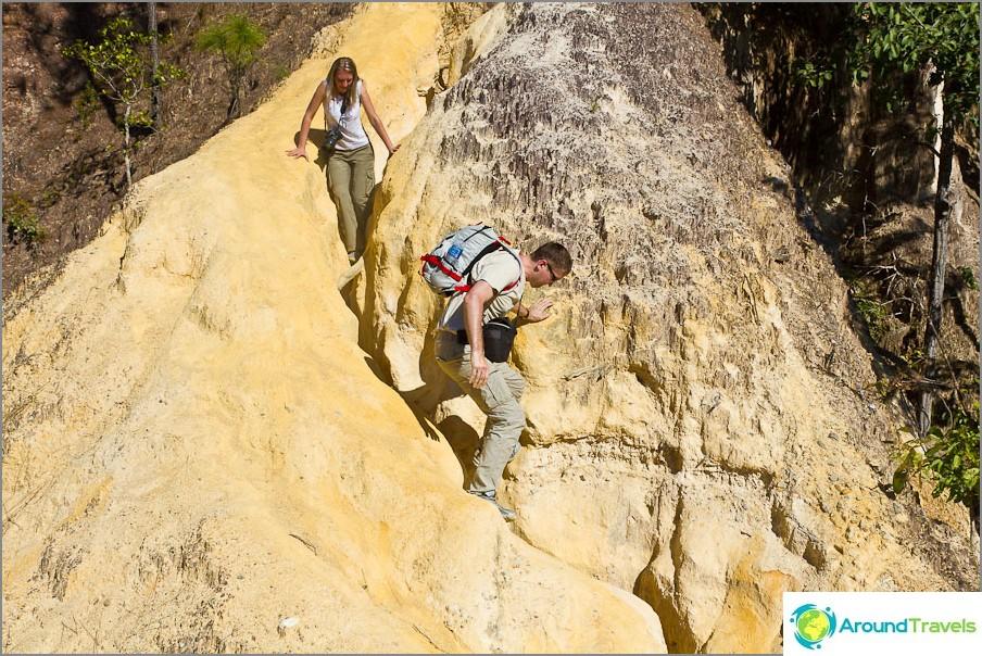 Mutta mielenkiintoisin asia on kiivetä löysästä kivestä ja likaantua pölyyn