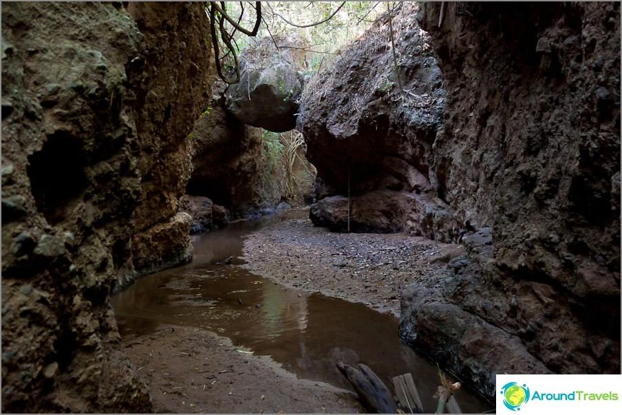 Canyon lähellä Pam Bok -vesiputous