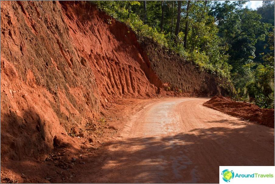 Punainen tie syvälle Thaimaahan
