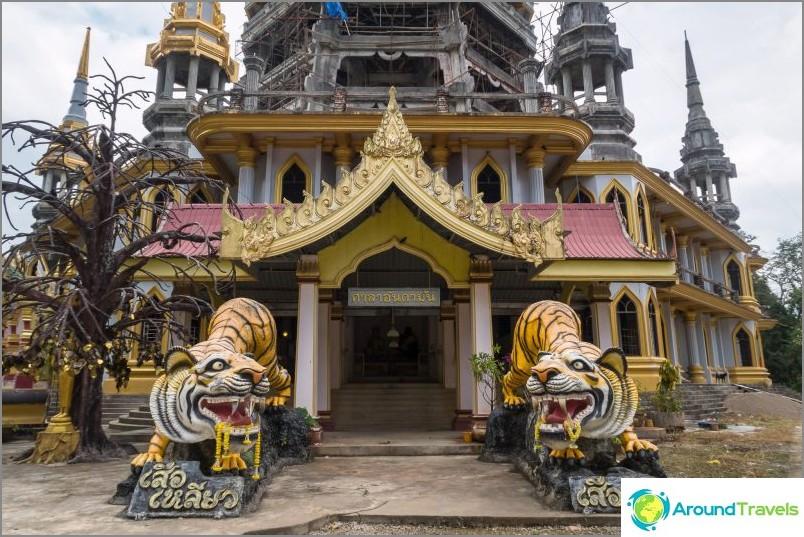 Sisäänkäynti Tiikeri-temppelin pagoodiin.
