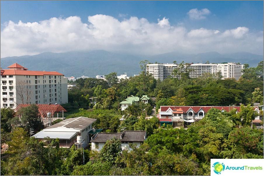 Näkymä ikkunasta Chiang Maissa