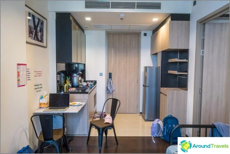 Mukava asunto Bangkokissa, uima-allas + ilmainen kuljetus